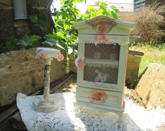 """""""My little perfume"""" old cabinet in Shabby Chic"""