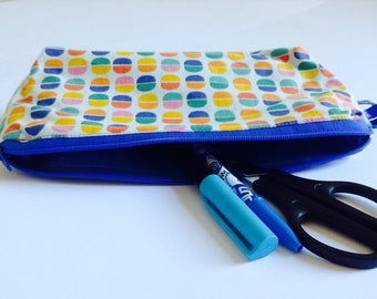 Kit school pens or pencils
