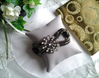 Flower rhinestone and snake chain bracelet