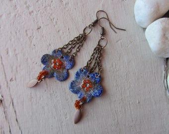 Earrings dangling flower copper enamel blue/purple, chain and charm shuttle coppery bright orange glass beads