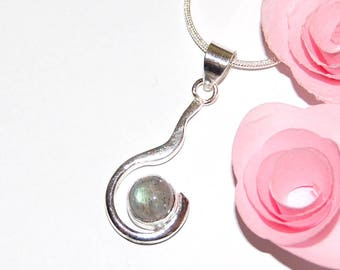Pendant in silver - marked 925 and labradorite