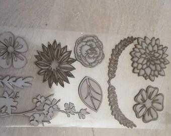 Chipboard figurines fleurs et feuilles