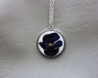 Chain 62 cm + pendant 3 cm resin and dried flower Pansy blue