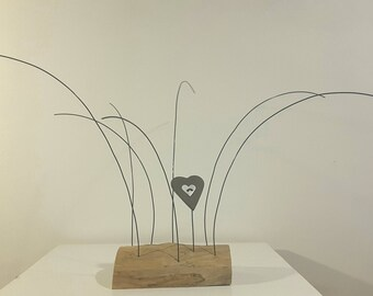 Picture frames in annealed iron wire, ceramic Brown and white, wooden heart