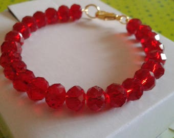 Harmonic bracelet to a bright red beads faceted row
