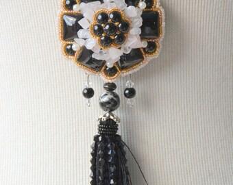 Black floral porcelain - necklace