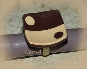 "Ring ""ying yang"" square chocolate and champagne color."