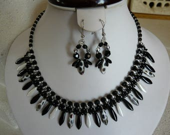 WOVEN WITH PEACOCK DAGGERS STATEMENT NECKLACE