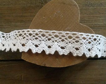 25 mm white cotton lace / sold by the yard