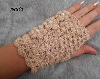 women crochet beige cotton mittens