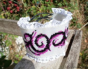 Arabesque decilas and lace beaded Cuff Bracelet