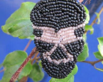 embroidered skull head brooch