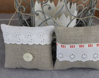 Two small PILLOWS door - linen - eyelet - Ribbon numbers / button