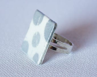 Ring square gray and white fabric