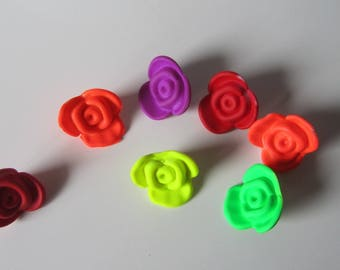 7 beads set in resin form flowers different colors