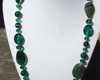 Stunning Crystal, glass and agate necklace Green