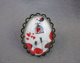 The bird ring with poppies