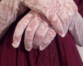 Fingerless gloves of white lace robe