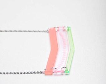 "Fine bib ""KALI"" pastel green/pink"