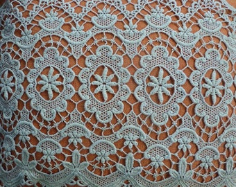 Very large green lace pale 110 centimeters of height 36
