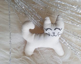 Beige cat and kittens patterns