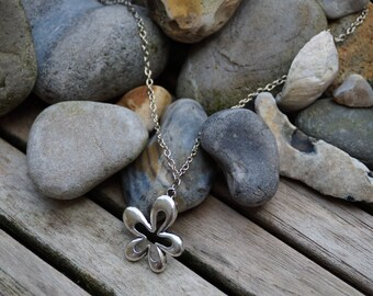Flower silver pendant chain necklace