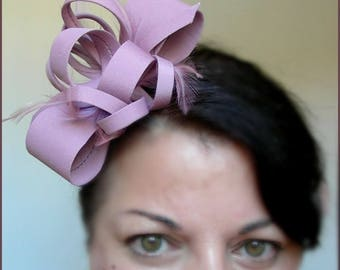 Bug - Bar / Cocktail hairstyle, old Rose /Mauve - bows, buckles and feathers - weddings, ceremonies, Cocktails...