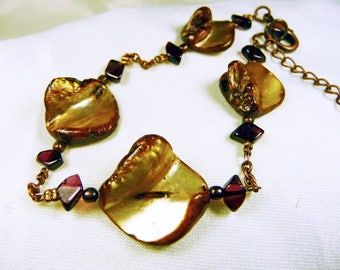 Pearl bracelet caramel Tan and Garnet chips