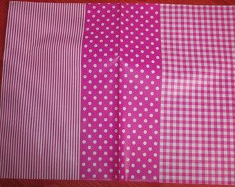decopatch gingham sheet has pink polka dots