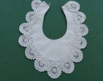Vintage bib with lace, white baby bib bib 50s vintage dress christening, baptism accessory.