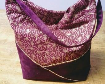 Handbag in dark red suedine and geometric fabric.