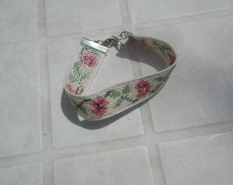 Embroidered flower and pearl bracelet