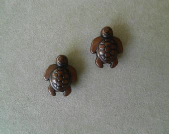 2 turtles Brown acrylic beads