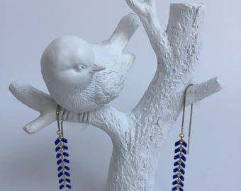 A chain and spikes enamel Royal Blue earrings
