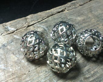 Set of 4 pretty brass beads ☆ / 10 x 8 mm / perforated/silver / 4mm hole ☆