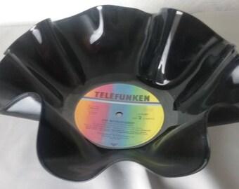 Dekorative Schale aus alter Vinyl-Schallplatte / Schüssel aus Vinyl / Dekoration aus Schallplatte / Partydekoration / Knabberschale