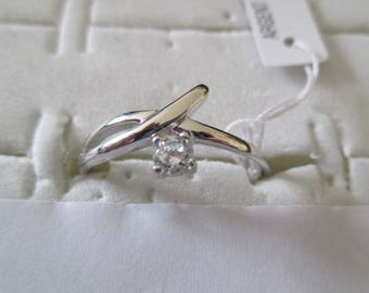 ring in silver and zirconium