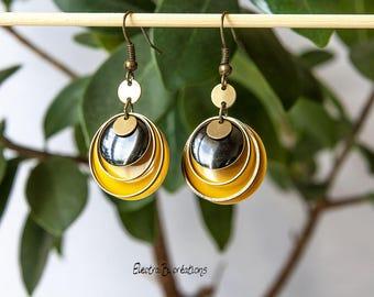 Timeless short earrings enameled yellow, black and bronze