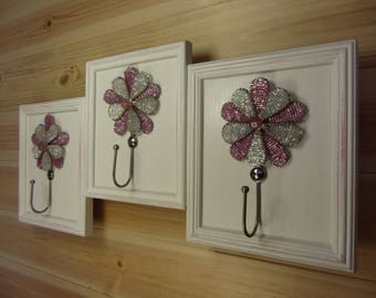 Beaded flower hook rack, wall mounted, handmade, in pink and white