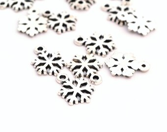 5 charms 15x11mm silver snowflakes