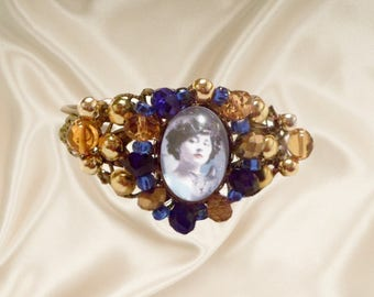 baroque bracelet with Colette and Saha, the last cat