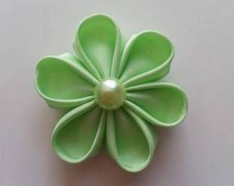 fleur en tissu vert anis pétales ronds 40mm