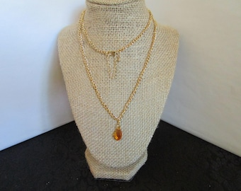 Gold chain necklace w/light brown pennant