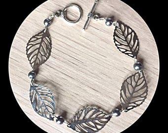 Bracelet filigree prints leaves and glass beads