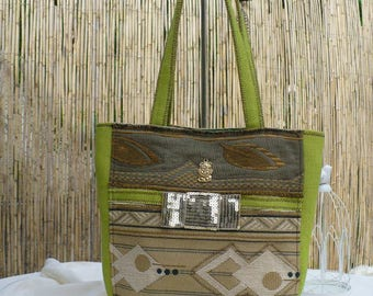 A stylish and colourful tote for your summer walks
