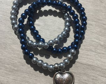 3 piece armbandenset. Dark blue/silver with hearts bead.