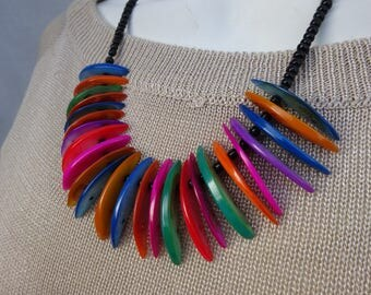 Short necklace, half moons of colored Pearl,