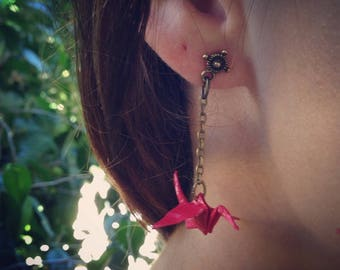 Bronze stud earrings and its red crane