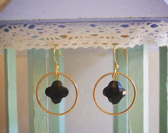 Earrings black clover and gold circle