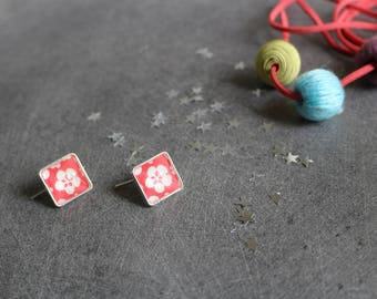 Red square earrings with Japanese motifs